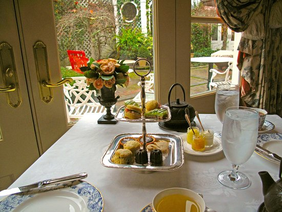 Washington, VA: Afternoon Tea w/ Courtyard