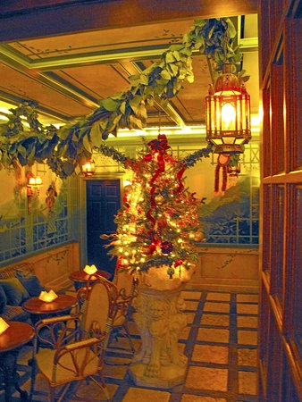 Washington, VA: Restaurant & Bar Waiting/Seating Area