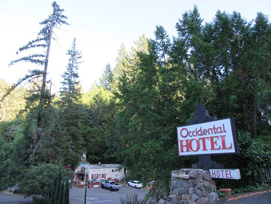Occidental Hotel: Town feels remote and relaxing.