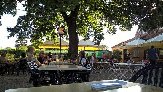 Fuerth, ألمانيا: schöner Biergarten