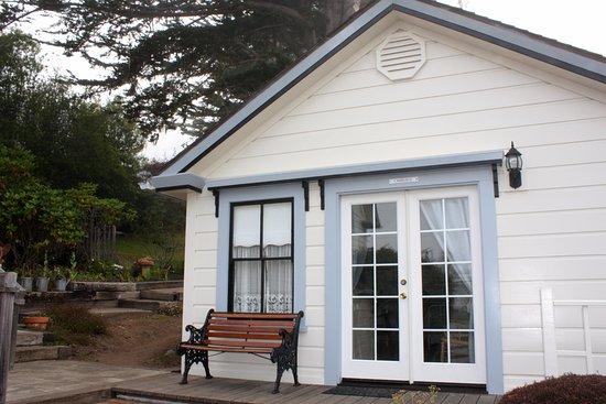 Dennen's Victorian Farmhouse: the Carriage House