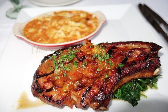 Lafayette, Kalifornien: a serious, slightly smoked pork chop