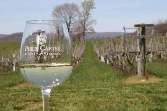 Hume, VA: Enjoy a glass at Philip Carter Winery