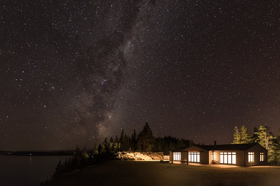 Twizel, New Zealand: Milky Way above Ashley Maceknzie Villa