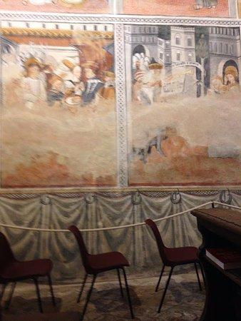 Bastia Mondovi, Italië: Peccato siano stati danneggiati dall'umidità