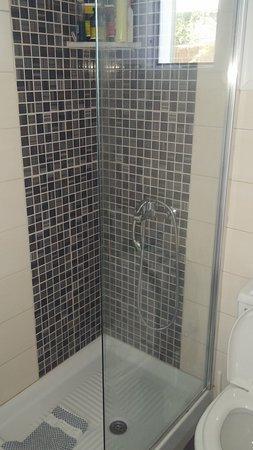 Aegeo Inn : Shower.