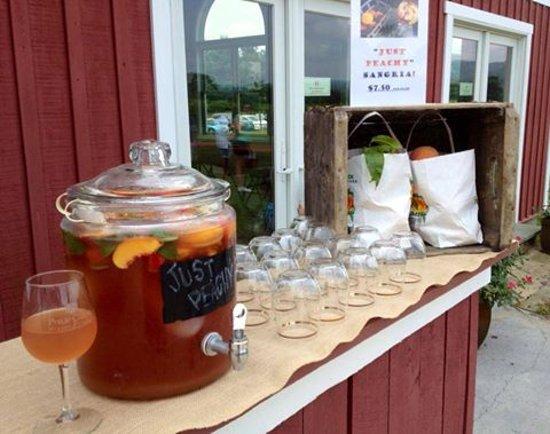 Hume, VA: Summer Sangria
