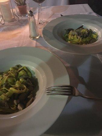 Ombra della Sera: Hemos cenado hoy en este restaurante y la verdad es que es para quitarse el sombrero.
