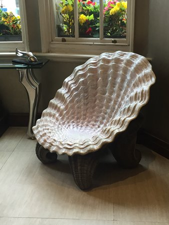 Courthouse Hotel: interesting chairs in the lobby & interesting chairs in the lobby - Picture of Courthouse Hotel ...
