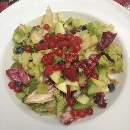 Tre Panoce: Gemischter Salat mit frischem Obst