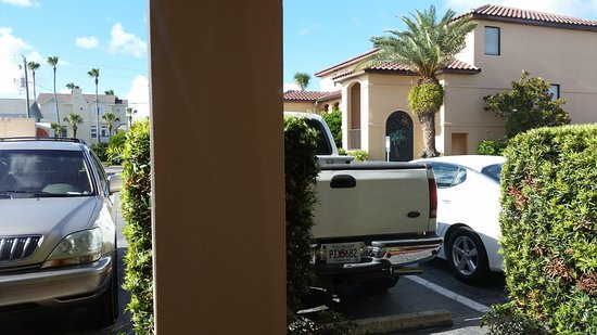 La Fiesta Ocean Inn & Suites : My room's pool view