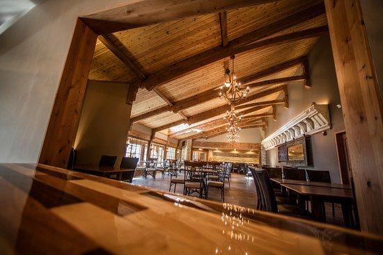 Delavan, WI: Cedarpointe Dining Room
