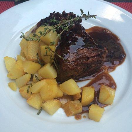 Tre Panoce: Filetsteak mit Balsamicocreme an Rosmarinkartoffeln und Radiccio