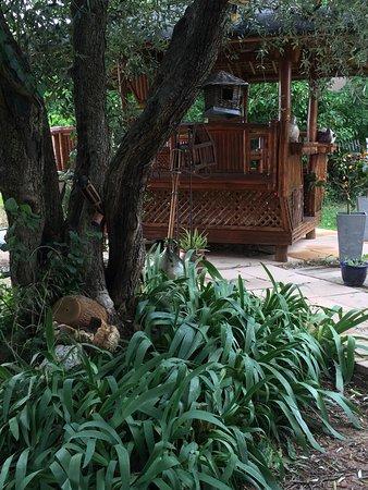 La Bastide d'Einesi : Salle à manger du jardin