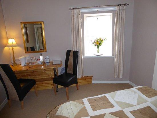 Linsfort Guest House B&B: Guest King Plus Single Bedroom