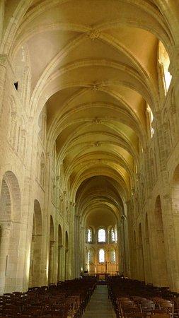 Lessay, Francia: la nef
