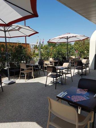 Nanteuil-les-Meaux, ฝรั่งเศส: Notre agréable terrasse...!