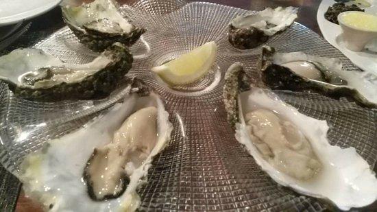 Dundrum, UK: Oysters au naturel