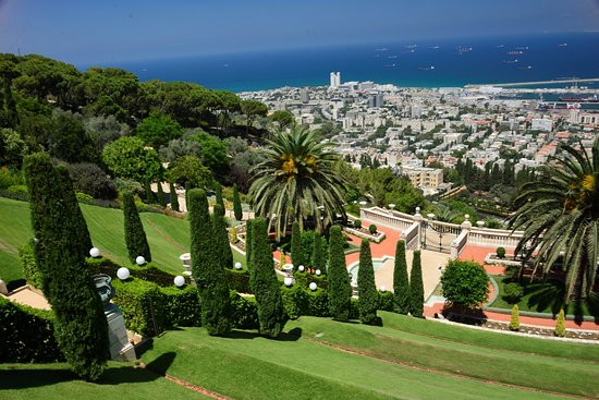 Bahai Gardens  and Shrine: A view from upper entrance
