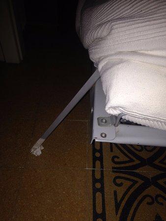 Il Pozzo: Left leg of sofa