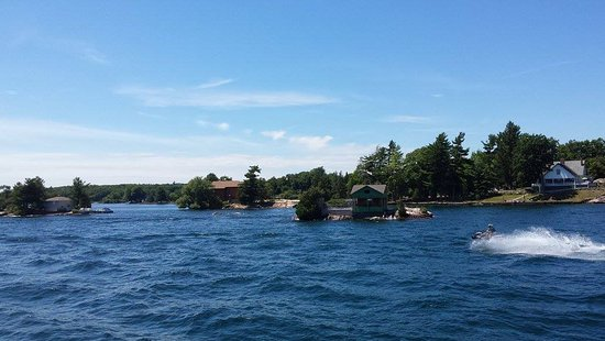 Gananoque, Canada: How some people live (or spend their summer :))