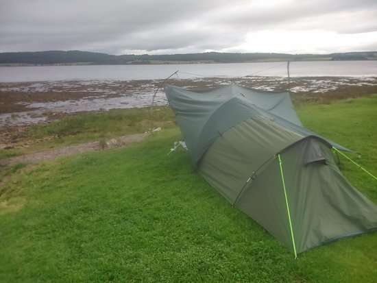 Bunchrew, UK: tent with tarp add-on, tide was out... :-)