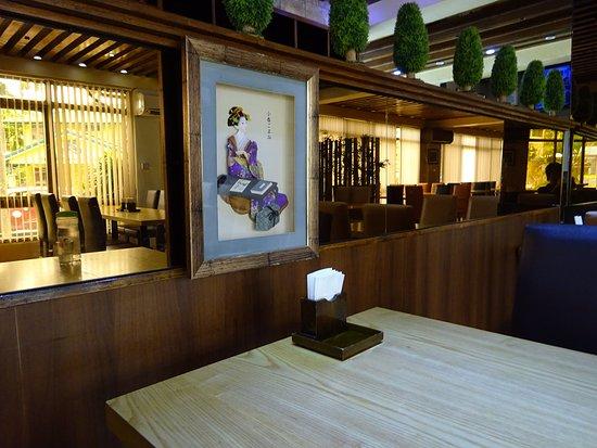Umi Restaurant: 綺麗な店内