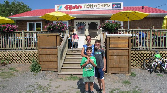 Saint Peters Bay, Canada: Family outide the restaurant.