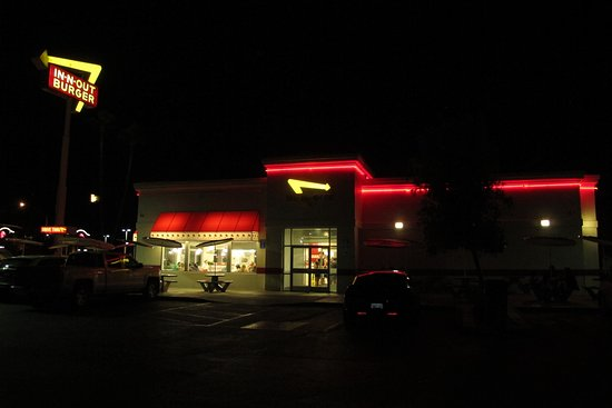 In-N-Out Burger: Burguer at night
