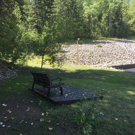 Super 8 Fernie: Relax in our park