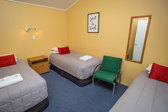Timaru, Nueva Zelanda: Room 10, Showing bedroom with 3 single beds