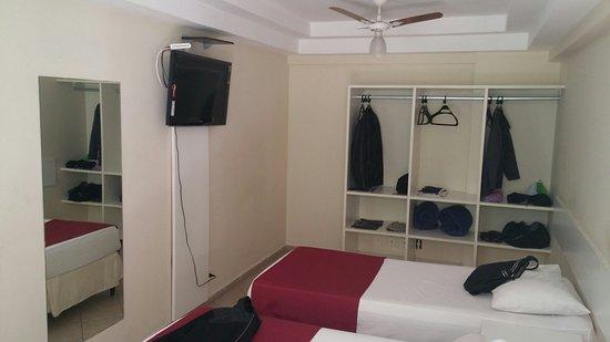 Hotel Cantareira : Quarto e interiores