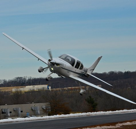Pottstown, Pennsylvanie : Cirrus SR20 - Thr airplane with a parachute!