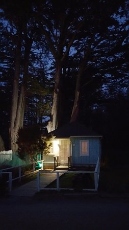 Little River, Californien: Cypress Cottage at night time