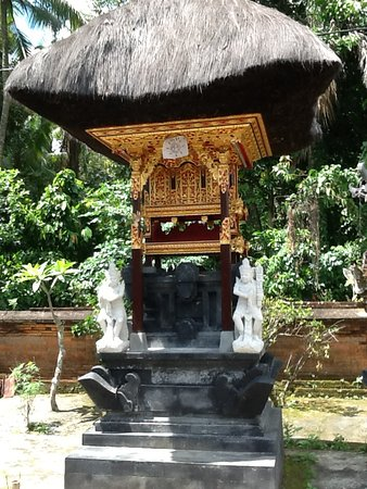 Wayan Tours: One of the family temples with beautiful hand carving done by Wayan himself.