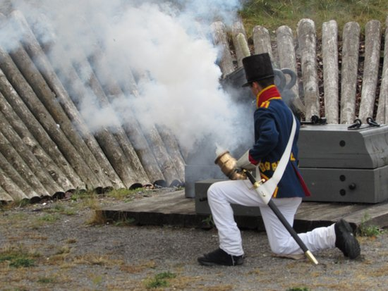 Fort Erie, Canadá: small cannon demonstration