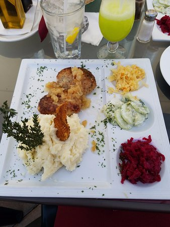 Elmwood Park, Нью-Джерси: dish of the day minced port cutlet with mashed potatoes