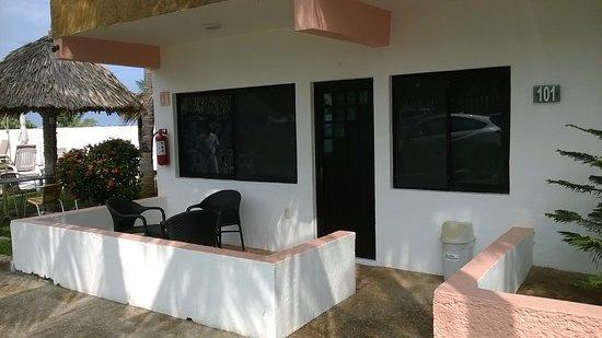 Puerto Arista, México: Habitaciones con salida al área de playa.