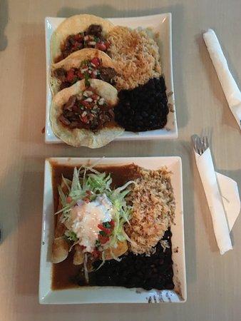 Aldergrove, Canada: Beef tacos and enchiladas