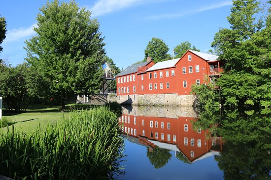 Eddington House Inn: North Bennington reflections
