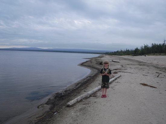 Slave Lake, Canada : Enjoying the beach