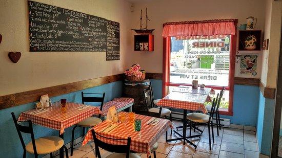 Sainte-Marguerite-du-Lac-Masson, Canada : Restaurant