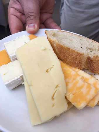 Sterling, VA: nice cheese options