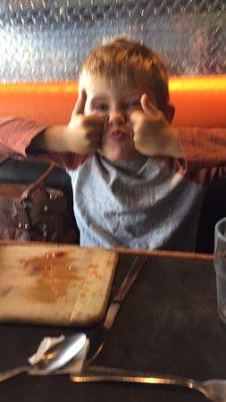 Courtenay, Canadá: Kid's pizza is good!