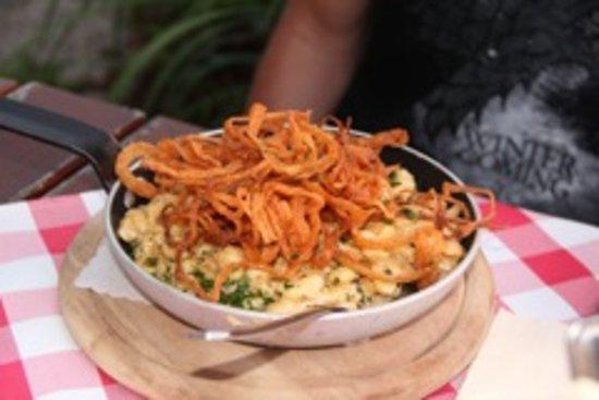 Deggendorf, Tyskland: Späzele et oignons frits