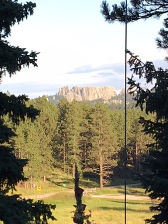 Elk Ridge Bed & Breakfast: Back of Mt. Rushmore from Deck (bit of magnification)