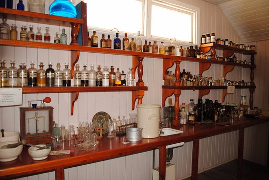 Miles Historical Village and Museum: Chemist Shop