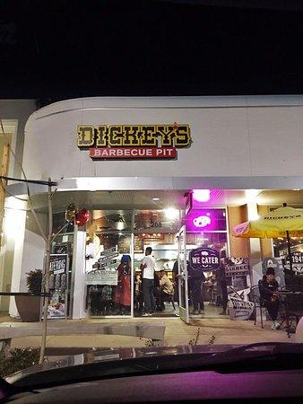 Downey, Kalifornien: Dickeys BBQ Pit