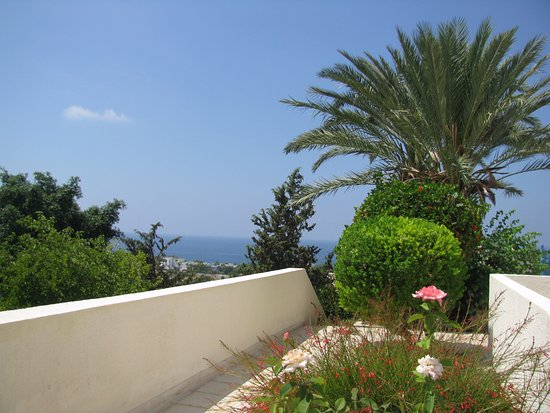 Sunny Hill Hotel Apartments: вид с террасы в сторону моря