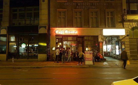 Cafe Cinema: Cool Bar.